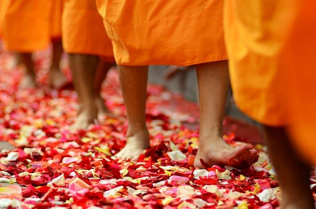 Meditáció és virágszőnyeg